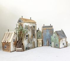 Wood Block Crafts, Wooden Crafts, Wood Blocks, Driftwood Projects, Driftwood Art, Ceramic Houses, Wooden Houses, Tiny Little Houses, Small Wooden House