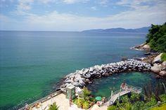 Piscina oceânica, atração do Hotel Porto Real Resort, em Mangaratiba, Rio de Janeiro