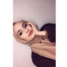 Casual Hijab Outfit, Hijab Chic, Hijabi Girl, Girl Hijab, Grunge Party Outfit, Cute Instagram Pictures, Muslim Women Fashion, Cool Girl Pictures, Fake Girls