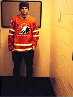 """clarkethesharkmacarthur: """" """"Before the World Juniors began, Brendan Gallagher and Alex Galchenyuk had a bet going for who would make it further in the tournament, Canada or the USA. Montreal Canadiens, Hockey Games, Ice Hockey, Hot Hockey Players, Carolina Hurricanes, World Of Sports, Pittsburgh Penguins, A Team, Graphic Sweatshirt"""