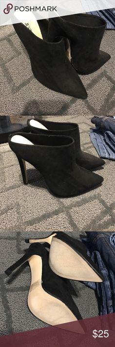⚡️⚡️FLASH SALE⚡️⚡️ Cute black heels NWOB -- just fab heels. Very cute. Velvet outside. Run small  Will ship today!! Just Fab Shoes Heels