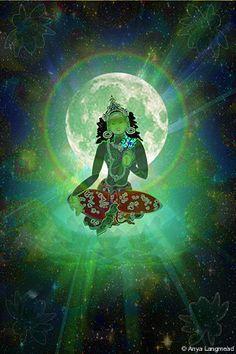 """green tara Tara é um Buda feminino , manifestação da sabedoria suprema de todos os Budas. A Tara principal é a verde e as outras 21 são suas manifestações. Tara também é conhecida como a """"Mãe dos Conquistadores""""."""
