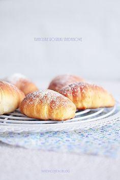 Wiem co jem: Francuskie rogaliki śniadaniowe Croissants, Hamburger, Rolls, Sweets, Bread, Food, Buns, Milk, Crescents