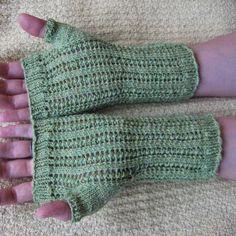 Razor Shell Fingerless Gloves | AllFreeKnitting.com