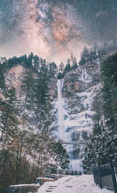 Late night at Multnomah Falls, OR   - #funny #lol #viralvids #funnypics #EarthPorn more at: http://www.smellifish.com