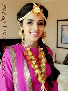 Charming Indian hairstyles for Bridals that are commonly used Best Bridal Makeup, Indian Bridal Makeup, Indian Bridal Wear, Indian Wedding Jewelry, Wedding Makeup, Bridal Hair Pictures, Haldi Ceremony, Indian Hairstyles, Bridal Hairstyles