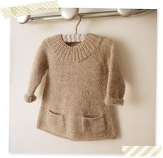 Tunique Val d'Isère, 2 ans, du livre petites pièces et accessoires tome 2 Knitting For Kids, Baby Knitting Patterns, Baby Patterns, Toddler Dress, Baby Dress, Knitted Stuffed Animals, Knitted Baby Clothes, Baby Kind, Knit Fashion