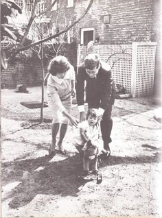 Jackieblog - american-nostalgia: Family time in the Kennedy...