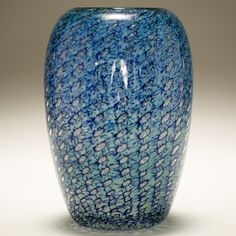 Art glass vase by Willy Johansson, Hadeland, Norway. Hadeland Glassworks has shops, demonstration, museum on tip of Lake Randsfjord. About 35 minutes from our farmhouse - open every day. Hope we have time to visit. Mosaic Glass, Glass Art, Kiln Formed Glass, Sandblasted Glass, Colored Glass, Flower Vases, Scandinavian Design, Cobalt, Decorative Items