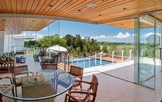 Beleza por dentro e por fora: lar em Marília tem vista incrível e décor original