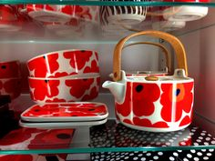 marimekko Unikko teapot and ceramics, perfect for a floral pick me up and fun Fika. Marimekko, China Sets, Swedish Design, Coffee Set, Vintage Pottery, Decoration Table, Scandinavian Style, Textile Design, Finland
