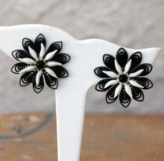 Black and White Plastic Flower Earrings Mad by LynnsBeadsNThings, $6.50