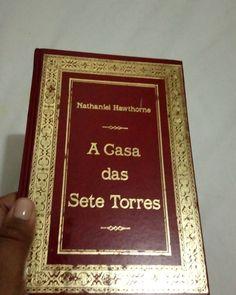 Próximo da lista: A Casa das Sete Torres, de Nathaniel Hawthorne, editora Abril. Bora ler?  Em breve sai a resenha no meu Skoob. Acompanhe(link na bio). #boanoite #bomdomingo #bomfimdesemana #lerevida #ler #lendo #livros #books #bookselfie #instabook #literatura #amoler #viciodeler #bibliotecapúblicaestadualluizdebessa #carrobiblioteca #resenhanoskoob #Skoob #acasadassetetorres #nathanielhawthorne #editoraabril #leitoracompulsiva #romance