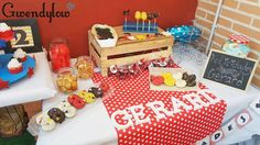 Mesa Dulce de Mickey Mouse - Chuches, mini donuts, cupcakes, galletas...
