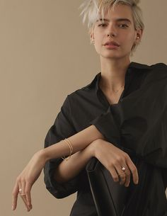 Androgynous Women, Androgynous Fashion, Shot Hair Styles, Figure Poses, Fresh Hair, Jewelry Model, Drawing Poses, Pixie Hairstyles, Hair Makeup