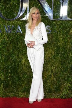 judith-light-Bundy-2015-tony-awards