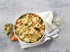 Gratinerte grønnsaker med ostesaus Cauliflower, Pasta, Vegetables, Food, Cauliflowers, Essen, Vegetable Recipes, Meals, Cucumber