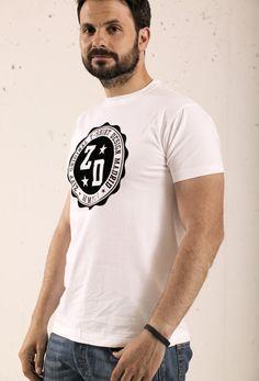 Camiseta de manga corta de chico color blanco con motivos estampados en  vinilo Terciopelo.  ZIPP design  moda  hombre  itboy  inn  fashion  camiseta   sello ... 36e0a5ea5e3