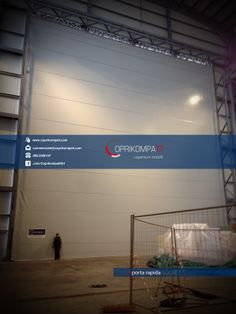La COPRIKOMPATT S.r.l. progetta e realizza nei propri stabilimenti soluzioni per la logistica industriale di magazzino quali coperture mobili, capannoni retrattili, sigillanti oltre che porte rapide, porte ad impacchettamento e porte ad avvolgimento.