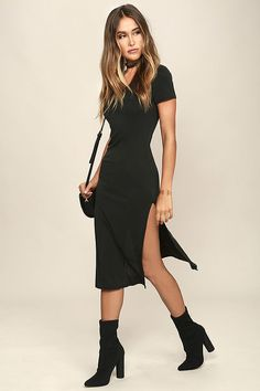 You'll never be stressed about what to wear when you slip on the Time to Unwind Washed Black Midi Dress! Soft, jersey knit shapes a V-neckline, short sleeves, and fitted bodice with darted sides. Figure-skimming midi skirt ends with two side slits, for a sexy finishing touch.