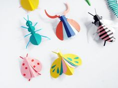 DIY Paper Bugs Hand Puppets for fun and Gams with Creativity!Creative Picture of Paper Crafts Diy Glue a popsicle stick on them to make puppets! Perfect fun for the kids for summertime.My son is all about Insects and Bugs. Paper Crafts For Kids, Diy For Kids, Paper Crafting, Fun Crafts, Arts And Crafts, Diy Paper Crafts, Stick Crafts, Etsy Crafts, Resin Crafts