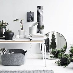 Decorate with plants and mirrors. Lovely bench styling via @viamartine. Wishing you all a happy #Friday and a good start to the #weekend. #viamartine