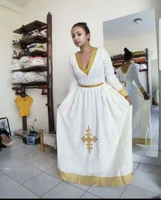 Ethiopian Traditional Dress, African Traditional Dresses, Traditional Outfits, Ethiopian Beauty, Ethiopian Dress, Pretty Dresses, Beautiful Dresses, Habesha Kemis, Oscar Dresses