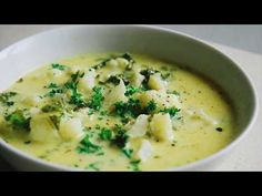 This coconut curry soup is a warm savory dish that tastes wonderful and has a great aroma that will fill up the whole house. Ketogenic Recipes, Keto Recipes, Healthy Recipes, Healthy Meals, Wine Recipes, Soup Recipes, Weight Watchers Soup, Coconut Curry Soup, Recipes