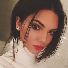 Have Kendall Jenner and Kim Kardashian fallen out over BEYONCE? Kendall Jenner Make Up, Kendall Jenner Workout, Kendall Jenner Selfie, Khloe Kardashian, Makeup Inspo, Makeup Inspiration, Maquillage Kendall Jenner, Victoria's Secret Models, Bold Eyebrows