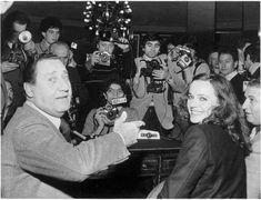 Alberto Sordi e Laura Antonelli alla Terrazza Martini di Milano, nel 1979;