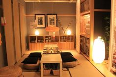 mood lighting, very neatly stored items, cushions on seats, food on trays Japanese Style House, Traditional Japanese House, Japanese Interior Design, Japanese Apartment, Tatami Room, White Rooms, Apartment Interior, House Rooms, My Room