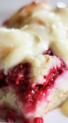 Kneaders Raspberry Bread Pudding - Chef in Training - Bread Recipes Pumpkin Bread Recipe For Bread Machine, Bread Machine Recipes, Tart Recipes, Pudding Recipes, Cooking Recipes, Raspberry Bread Pudding Recipe, Dessert Recipes, Chocolate Bread Pudding, Pudding Cake