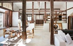 Pack your bags, we're going to Brazil. Casa Tiba to be exact. This sweet little house, just paces from the beaches of Trancoso, once belonged to master ceramist João José Calazans. In 2010, retired French expatriate Thierry Moriceau purchased the workshop and restored it while preserving its