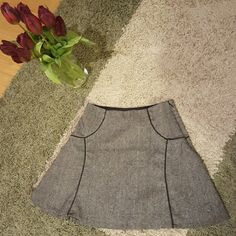 "Limited Skater Style Skirt Knee Length Very cute! Great condition, worn 3-4 times max. Zips on left side.   Color: Black & White  Size: XS  Length: 17""  Smoke-free, dog friendly home. The Limited Skirts Circle & Skater"