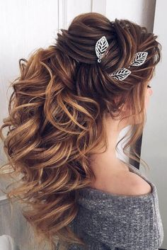 awesome 48 Beautiful Bridesmaid Hairstyles Half Up Ideas http://viscawedding.com/2018/04/24/48-beautiful-bridesmaid-hairstyles-half-ideas/