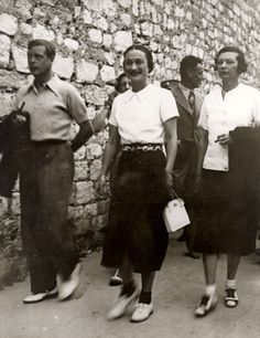 "King Edward VIII ""David"" (23 Jun 1894-28 May 1972), later Duke of Windsor, and Mrs. Wallis Simpson (Bessie Wallis Warfield 19 Jun 1896-24 Apr 1986) USA during a vacation on the island of Rab in Yugoslavia in the summer of 1936. Photo by unknown photographer of Spaarnestad Photo Studio."