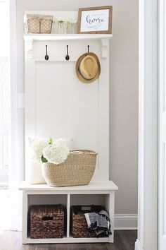 Entryway Hall Tree Bench DIY 2019 How to build a hall tree bench! This DIY hall tree is budget friendly and easy to build. Its perfect for small space organization entryways mudrooms laundry rooms apartments and more! Entry Way Decor Entryway Hall Tree Bench, Entryway Decor, Entryway Ideas, Entry Foyer, Door Hall Trees, Modern Entryway, Entryway Furniture, Narrow Entryway, Entryway Lighting