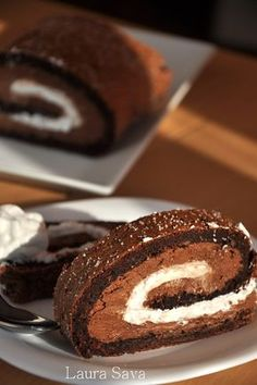 Rulada cu ciocolata si piure de castane Romanian Desserts, Romanian Food, Chocolates, Pastry Cake, Something Sweet, Delicious Desserts, Food To Make, Bakery, Good Food