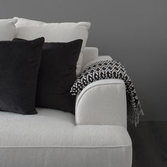 Black and white Off White, Black And White, Kingston, Sofa, Throw Pillows, Bed, Inspiration, Biblical Inspiration, Blanco Y Negro