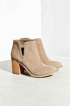 Dindle Suede Chelsea Boot - Urban Outfitters