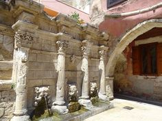 Rimondi Fountain, It was built-in 1626 by the Venetian governor Rimondi due to the lack of drinking water.