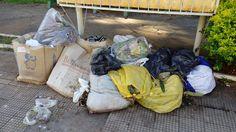 BLOG LG PUBLIC: Lixo acumulado causa mau cheiro na praça Coronel M...