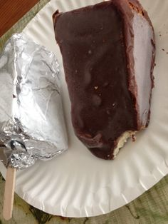 Chocolate Covered Cheesecake on a Stick - News - Bubblews Funnel Cake Fries, Yummy Treats, Yummy Food, Chocolate Covered, Cooking Tips, Nom Nom, Cheesecake, Deserts, Easy Meals