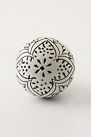I have a thing for black and white knobs. This is so pretty