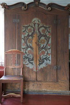 Swedish painted furniture. Interesting carved moulding detail. also note  bottom.