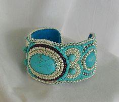 """Bead embroidery/Perlenstickerei     """"Tavasz tündér"""" karkötő                           Felhasznált anyagok, galvanizált ezüst kásagyöngy, tü..."""