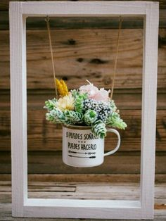 Flower and Garden Show Display Ideas We could use the Loop mason jars! Succulent Gardening, Planting Succulents, Vertical Succulent Gardens, Garden Crafts, Garden Art, Indoor Garden, Indoor Plants, Deco Originale, Deco Floral