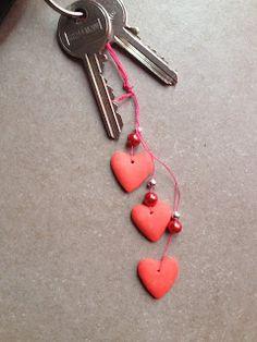 Porte cléfs en pâte DAS GIOTTO  http://fishounettebricole.blogspot.fr/2016/02/porte-clefs-coeurs.html