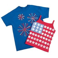 4th of July Crafts: Fireworks Shirt- 4 pipe cleaners tied together and dipped in paint to make fireworks- can also use gift wrap bow