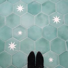 Moroccan Encaustic Cement Hexagonal Star Rex - Cement Tile USA The Effective Pictures We Offer You About Cement bathroom A quality picture can tell you many things. You can find the most beautiful pic Cement Tiles Bathroom, Clay Tiles, Bathroom Flooring, Kitchen Flooring, Kitchen Walls, Kitchen Backsplash, Conservatory Flooring, Brown Kitchens, Encaustic Tile